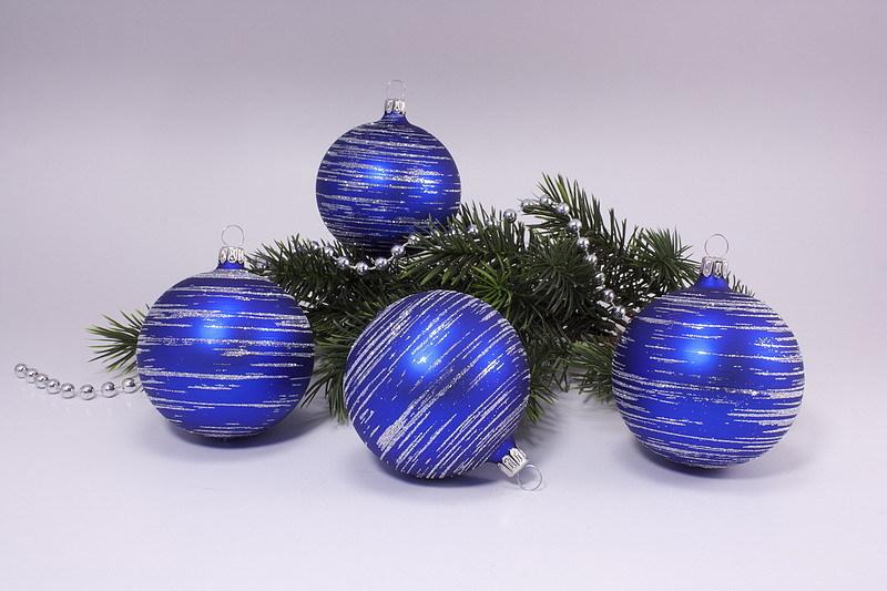 Weihnachtskugeln Blau.4 Weihnachtskugeln 8cm Blau Matt Silber